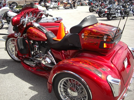 http://leathersupreme.com/bike-week-2011/bike-week-2011-67.JPG