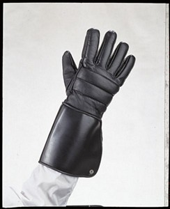 Gauntlet leather motorcycle gloves